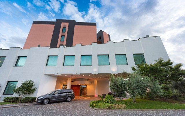 Отель SHG Hotel Antonella Италия, Помеция - 1 отзыв об отеле, цены и фото номеров - забронировать отель SHG Hotel Antonella онлайн вид на фасад