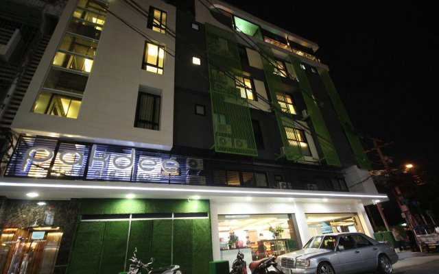 Отель Pakdee Bed And Breakfast Бангкок вид на фасад