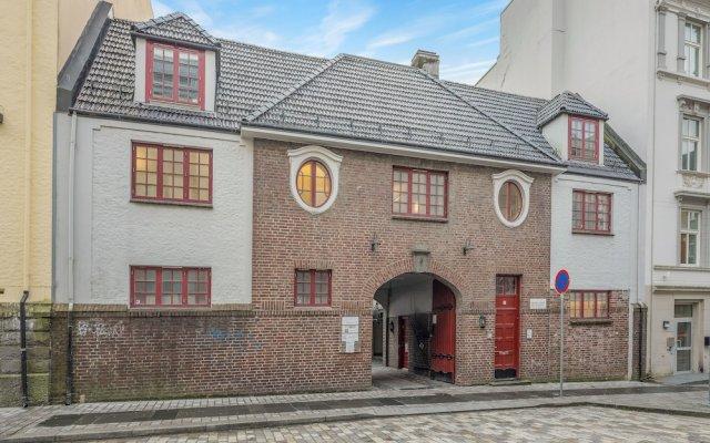 Отель Mi Casa Tu Casa - SG Норвегия, Берген - отзывы, цены и фото номеров - забронировать отель Mi Casa Tu Casa - SG онлайн вид на фасад