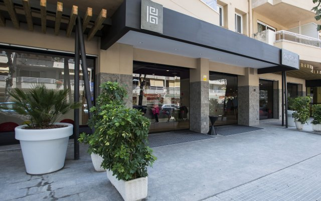 Отель California Apts. вид на фасад