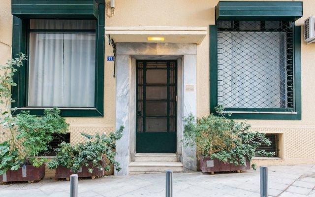 Апартаменты Monastiraki Apartments by Livin Urbban вид на фасад