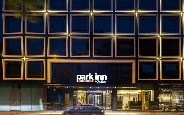 Отель Park Inn by Radisson Izmir вид на фасад