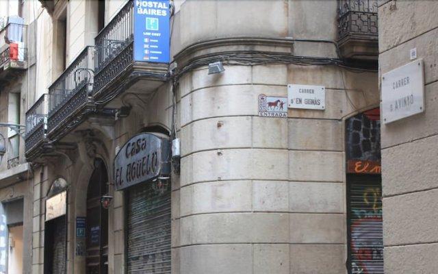 Отель Hostal Baires вид на фасад