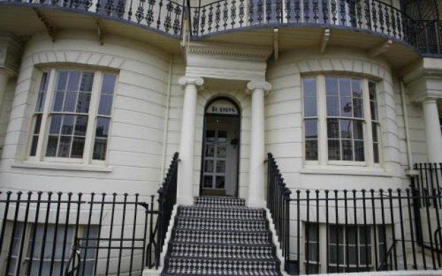 Отель Topps - Brighton вид на фасад