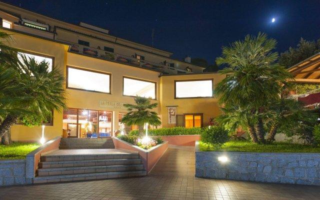 Hotel La Perla Del Golfo Проччио вид на фасад