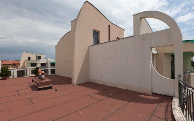 Апартаменты One Bedroom Apartment with Large Balcony вид на фасад