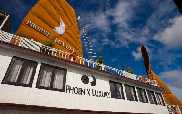 Отель Phoenix Luxury Cruise Halong вид на фасад