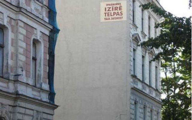 Отель Elizabeths Youth Hostel Латвия, Рига - отзывы, цены и фото номеров - забронировать отель Elizabeths Youth Hostel онлайн вид на фасад