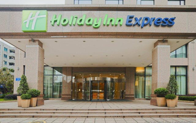 Отель Holiday Inn Express Chengdu Gulou вид на фасад