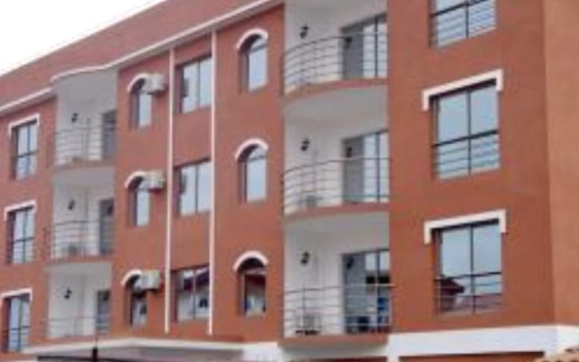 Отель Hilary Hotel Республика Конго, Пойнт-Нуар - отзывы, цены и фото номеров - забронировать отель Hilary Hotel онлайн вид на фасад