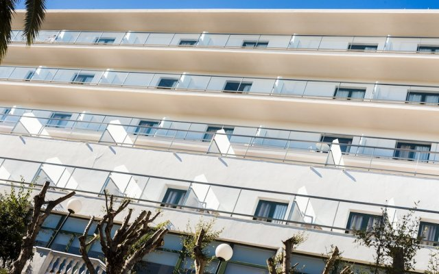Отель Globales Cala´n Blanes вид на фасад