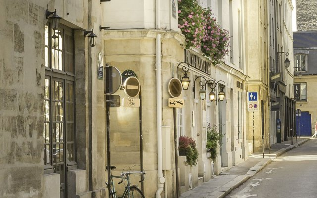Отель Hôtel Jeanne d'Arc Le Marais Франция, Париж - отзывы, цены и фото номеров - забронировать отель Hôtel Jeanne d'Arc Le Marais онлайн вид на фасад