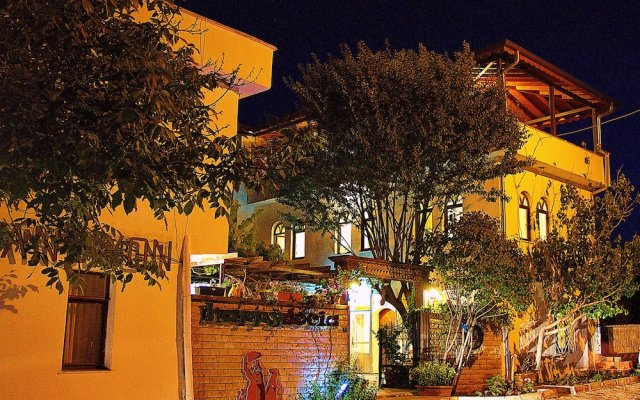 Happydocia Hotel & Pension Турция, Гёреме - 1 отзыв об отеле, цены и фото номеров - забронировать отель Happydocia Hotel & Pension онлайн вид на фасад