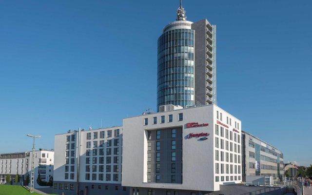 Отель Hampton by Hilton Munich City West Германия, Мюнхен - 1 отзыв об отеле, цены и фото номеров - забронировать отель Hampton by Hilton Munich City West онлайн вид на фасад