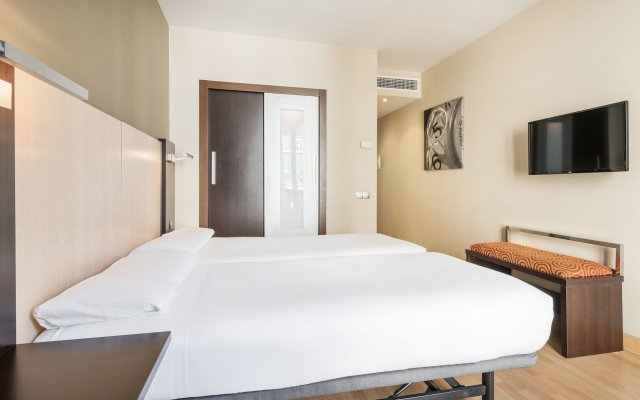Отель ILUNION Auditori Испания, Барселона - 3 отзыва об отеле, цены и фото номеров - забронировать отель ILUNION Auditori онлайн комната для гостей