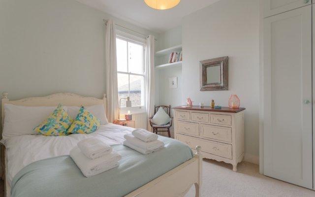Отель Beautiful 1 Bedroom Flat in Stoke Newington комната для гостей