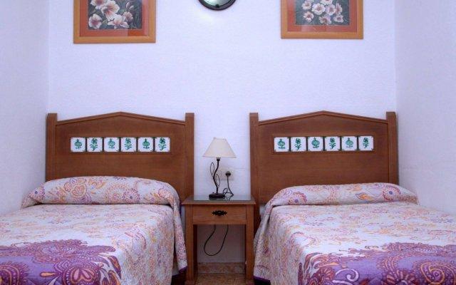 Отель Hostal Los Montes комната для гостей