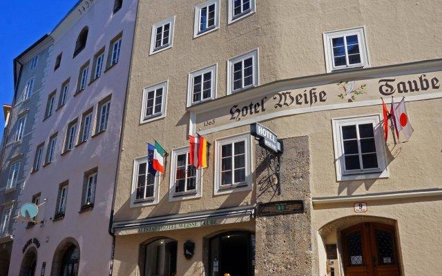 Отель Altstadthotel Weisse Taube Австрия, Зальцбург - отзывы, цены и фото номеров - забронировать отель Altstadthotel Weisse Taube онлайн вид на фасад