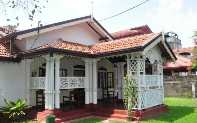 Travel Easy Hostel вид на фасад