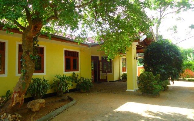 Отель 4 U Шри-Ланка, Тиссамахарама - отзывы, цены и фото номеров - забронировать отель 4 U онлайн вид на фасад