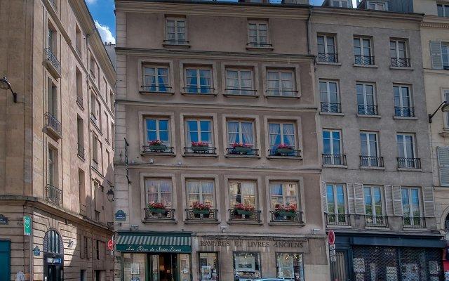 Отель Rives De Notre Dame Париж вид на фасад