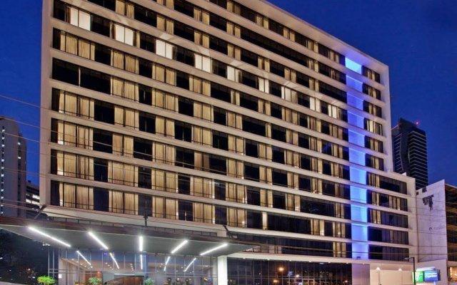 Отель Holiday Inn Express Panama вид на фасад