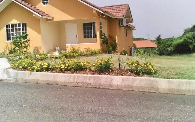 Отель Hartland Vacation Townhouse Ямайка, Монастырь - отзывы, цены и фото номеров - забронировать отель Hartland Vacation Townhouse онлайн вид на фасад