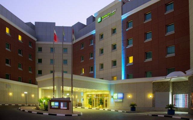 Отель Holiday Inn Express Dubai, Internet City вид на фасад
