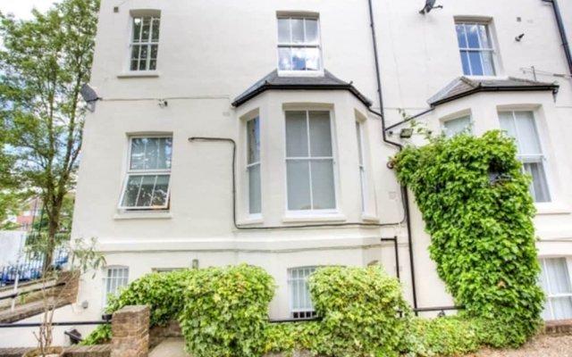 Апартаменты Eson2 - The Abbey Road Gem Apartment вид на фасад