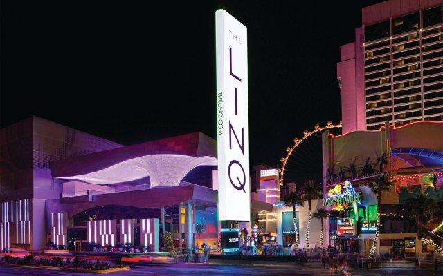 Отель The LINQ Hotel & Casino США, Лас-Вегас - 9 отзывов об отеле, цены и фото номеров - забронировать отель The LINQ Hotel & Casino онлайн вид на фасад