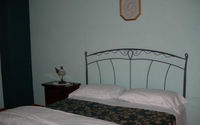 Отель La Foresteria Di San Leo Тито комната для гостей