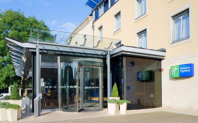 Отель Holiday Inn Express Bath вид на фасад