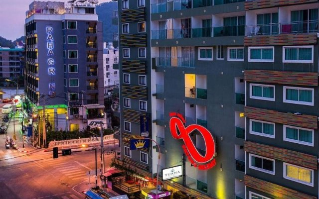 Отель Patong Holiday вид на фасад