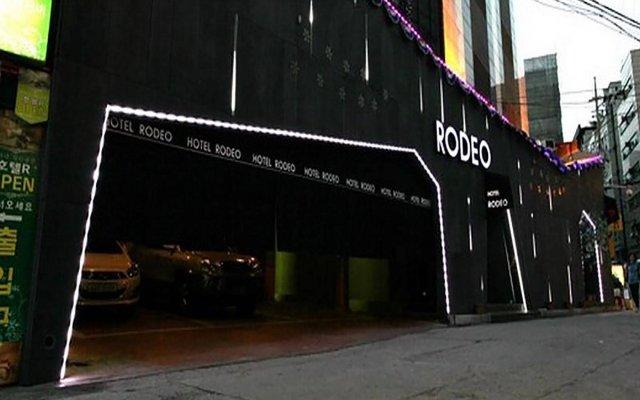 Rodeo Hotel вид на фасад