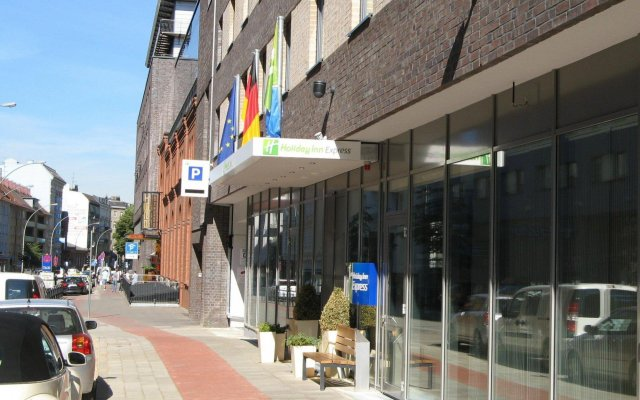 Отель Holiday Inn Express Hamburg St Pauli Messe Германия, Гамбург - 1 отзыв об отеле, цены и фото номеров - забронировать отель Holiday Inn Express Hamburg St Pauli Messe онлайн вид на фасад