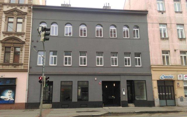 Отель Visitinn Прага вид на фасад