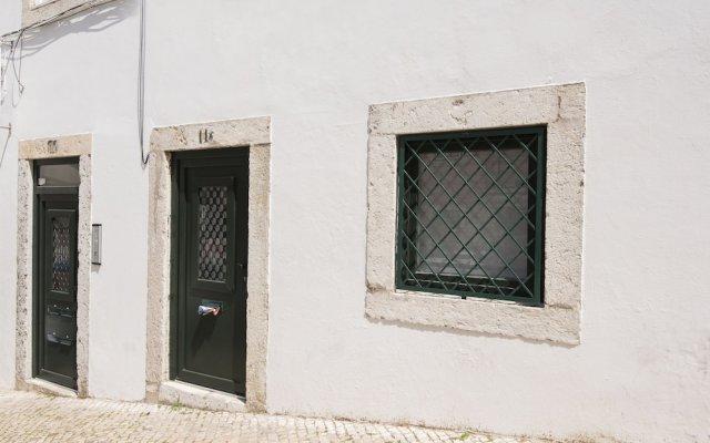 Отель Charming Alegria By Homing Лиссабон вид на фасад