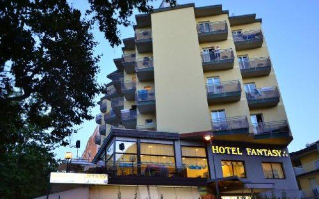 Hotel Fantasy Римини вид на фасад