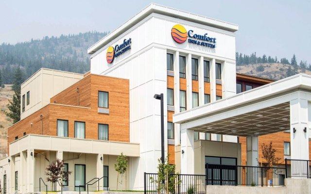 Отель Comfort Inn & Suites вид на фасад