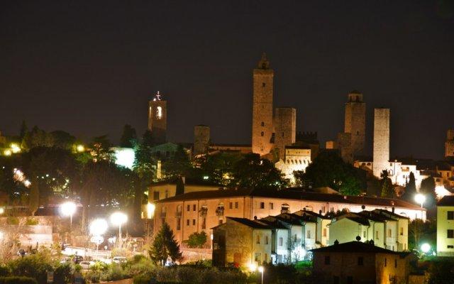 Отель Locanda Viani Италия, Сан-Джиминьяно - отзывы, цены и фото номеров - забронировать отель Locanda Viani онлайн вид на фасад