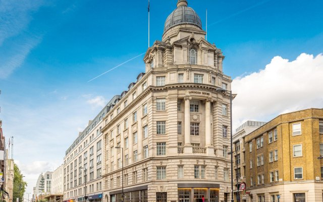 Travelodge London Central City Road Hotel вид на фасад