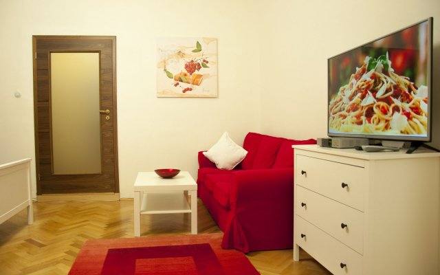 Cherry Charm Apartment