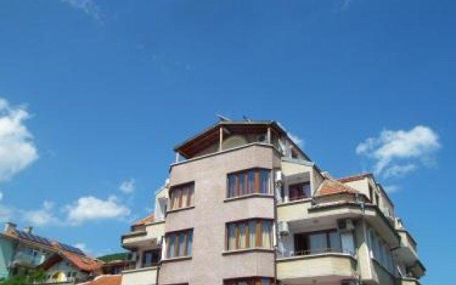 Отель Guest House Olimpiya Болгария, Свети Влас - отзывы, цены и фото номеров - забронировать отель Guest House Olimpiya онлайн вид на фасад