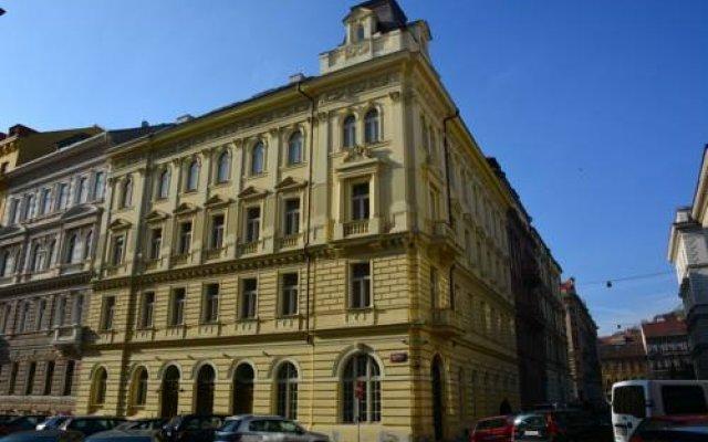 Апартаменты City Apartment Прага вид на фасад