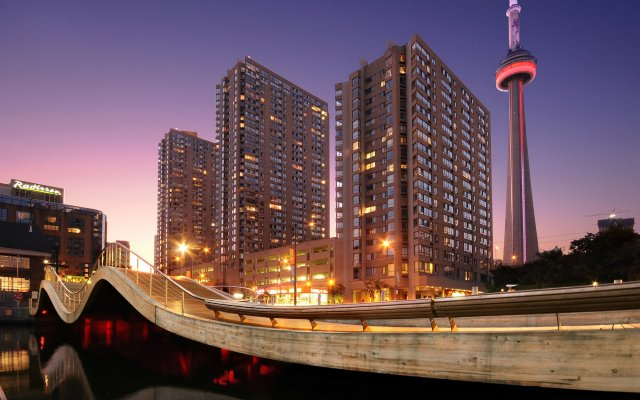 Отель Radisson Hotel Admiral Toronto-Harbourfront Канада, Торонто - отзывы, цены и фото номеров - забронировать отель Radisson Hotel Admiral Toronto-Harbourfront онлайн вид на фасад
