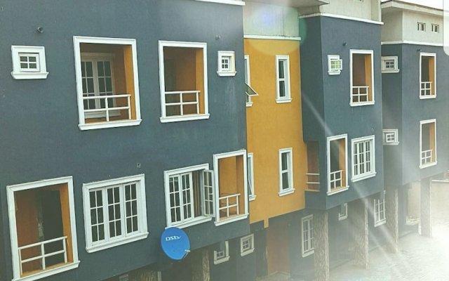 Отель Cozy Executive Home вид на фасад