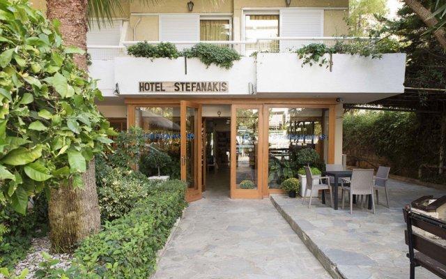 Stefanakis Hotel & Apartments вид на фасад