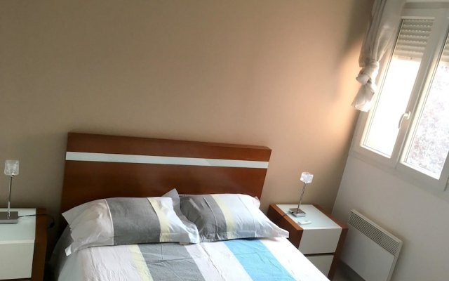 Апартаменты Apartment With 2 Bedrooms in Bagnolet, With Terrace and Wifi комната для гостей
