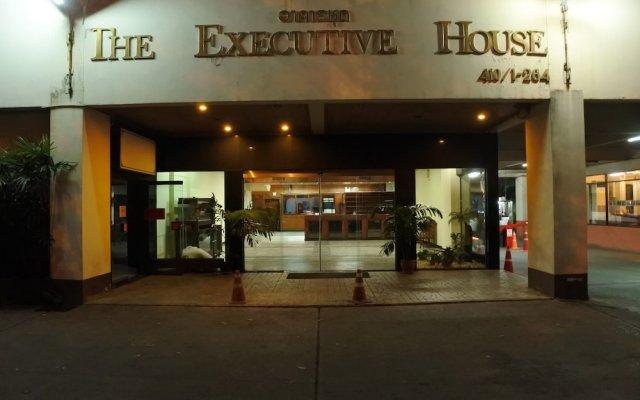 Отель The Executive House вид на фасад