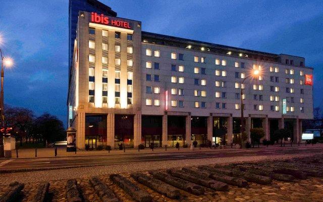Отель Ibis Warszawa Stare Miasto вид на фасад